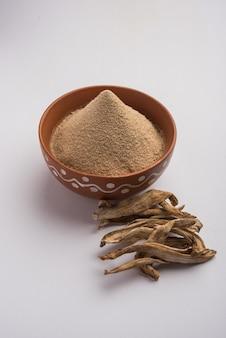 Сухой порошок манго, также известный как амчур или амчур, это индийская специя с сухофруктами.