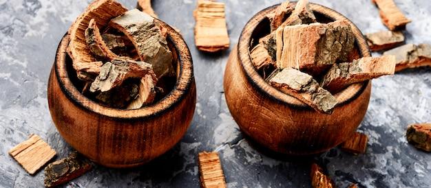 Dry oak bark