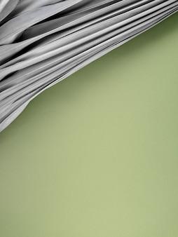 新鮮な緑の背景に乾燥したヤシの葉アースデイエコまたは自然テーマ製品の表示コンセプト