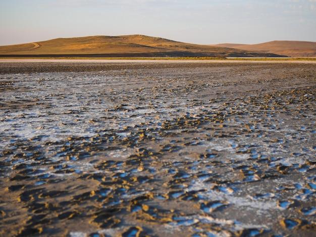 Сухое соленое озеро в нашем путешествии.