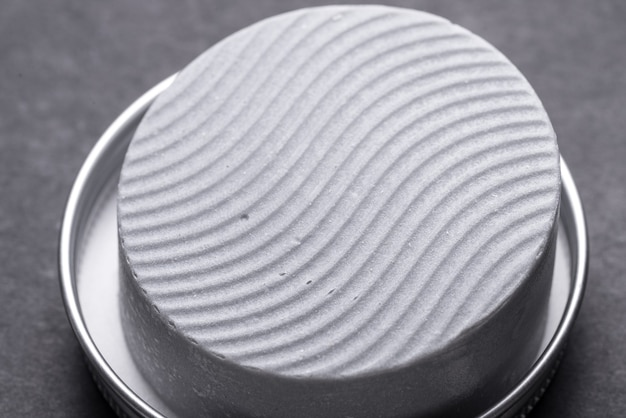 Сухой шампунь в металлической коробке олова, крупным планом