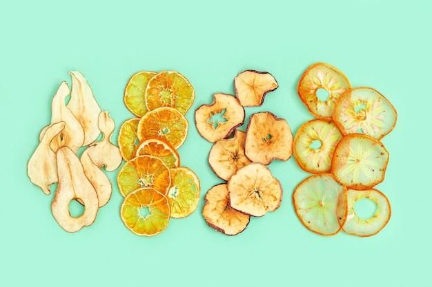 건조 슬라이스 과일 사과, 귤, 감, 배.
