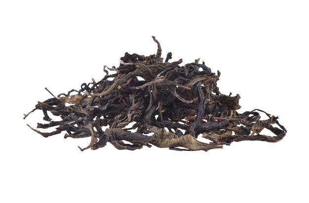 乾燥した茶葉は、白い背景で隔離。