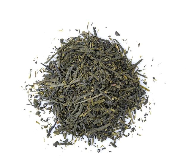 Сухой чай на белом фоне