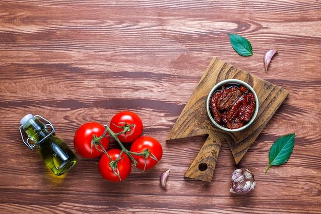 Сухие помидоры на оливковом масле.