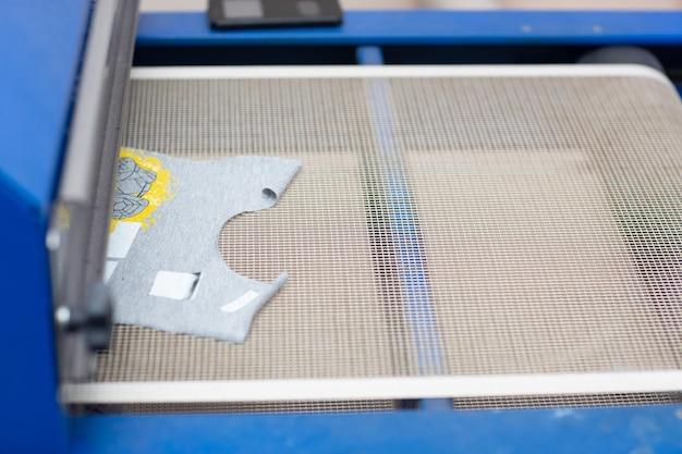 衣料品工場でのセリグラフィーシルクスクリーン印刷プロセス用の乾燥オーブン