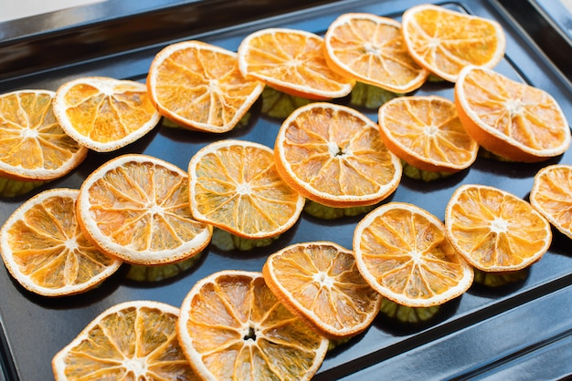 Drying of segments of oranges in an oven