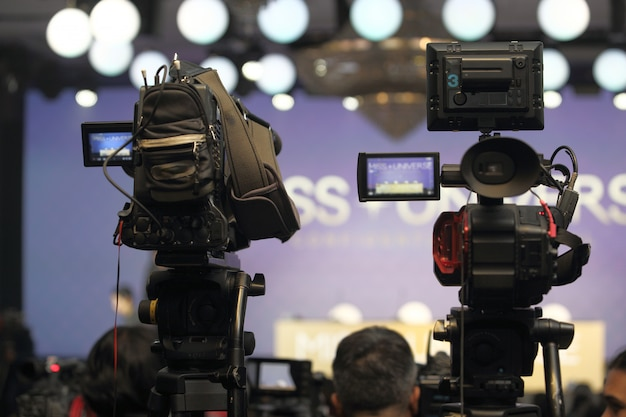 コンテストのインタビューセッションでのビデオdslrカメラソーシャルネットワークライブ録画