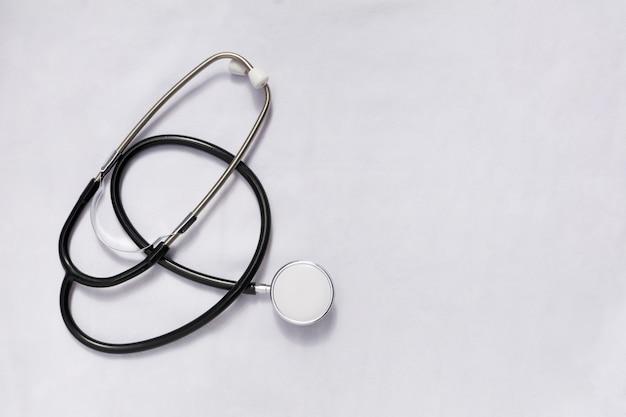 흰색 배경에 고립 된 의학에 대 한 듀얼 헤드 청진 기.