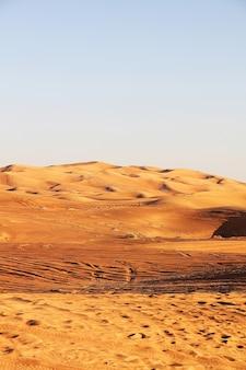 두바이 사막 일몰의 아름다운 풍경