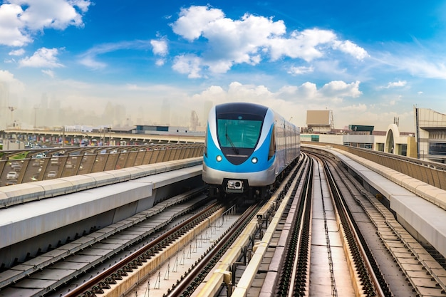 アラブ首長国連邦、ドバイメトロ鉄道