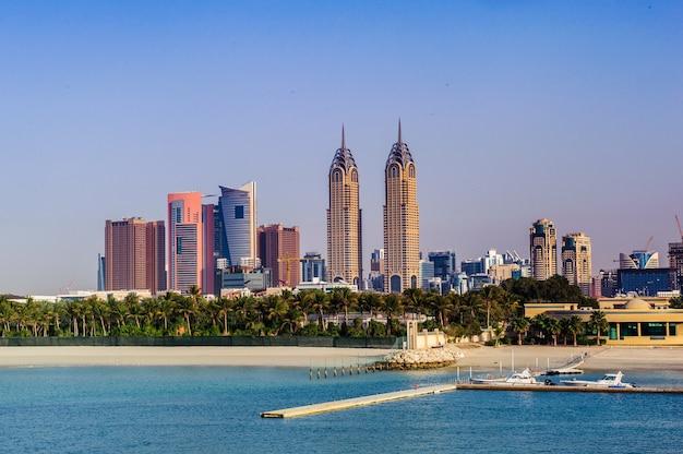Дубай, оаэ - фабрика 20 - dubai media city (dmc), входящая в состав холдинга dubai holding, является зоной, свободной от налогов в дубае