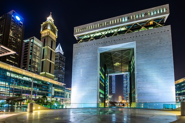 ドバイ、アラブ首長国連邦。ドバイで最高のシティホテルであるジュメイラエミレーツタワーズは、商業ビジネス地区に位置しています。