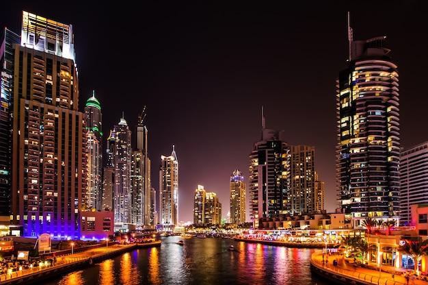 Dubai, uae - march 21: dubai marina at dusk march 21, 2016, dubai, uae. in the city of artificial channel length of 3 kilometers along the persian gulf.