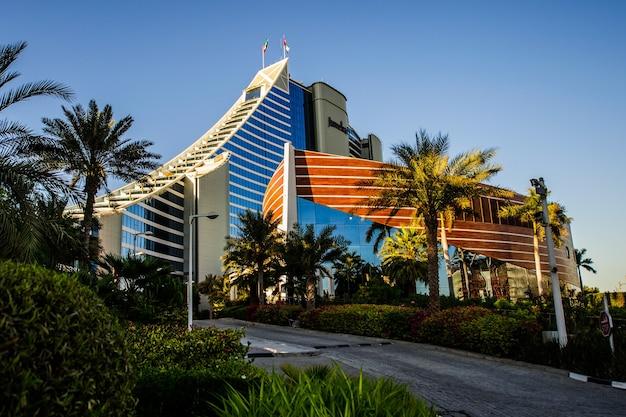 Dubai, uae - november 10: luxury jumeirah beach hotel in dubai.november 10, 2017 in dubai, united arab emirates