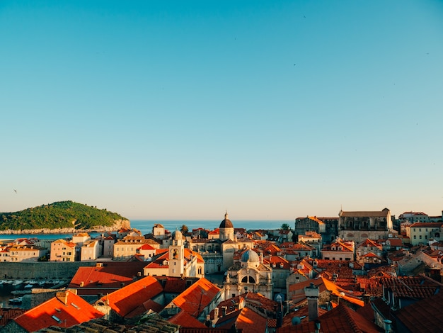 Дубровник старый город хорватия черепичные крыши домов церковь в го