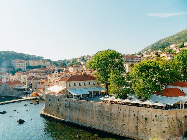 Дубровник старый город хорватия черепичные крыши домов церковь