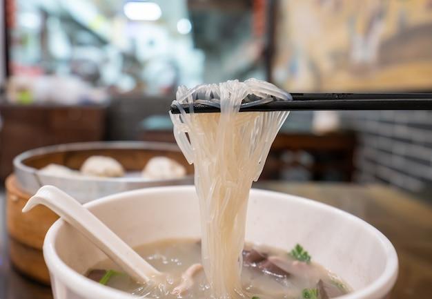 ダックブラッドバーミセリスープ、中国、南京の伝統的なスナック
