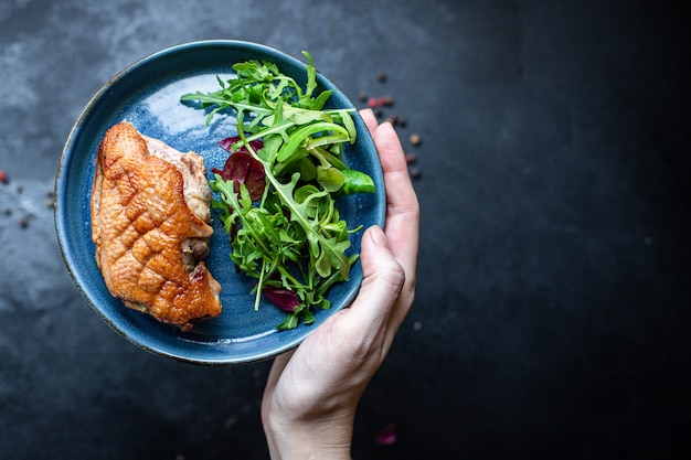 Утиная грудка гриль мясо жареный микс салат листья барбекю жареная птица
