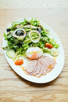 Duck breast meat with vegetable salad