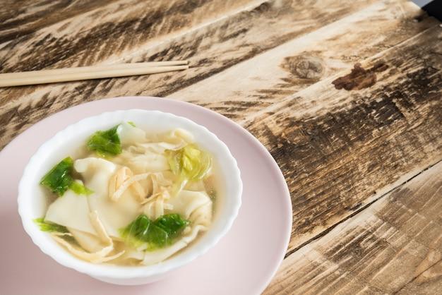 Duk mandu guk, korean dumpling soup