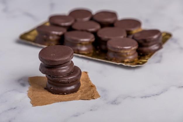 ドゥルセデレッシュアルファジョールとチョコレート菓子