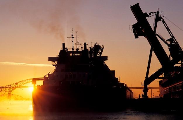 船上の石炭の積載、duluth、minnesota