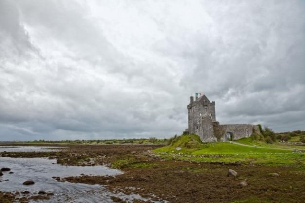 Dunguaire castle hdr