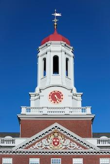 ボストンのケンブリッジ大学近くのダンスターハウス時計塔