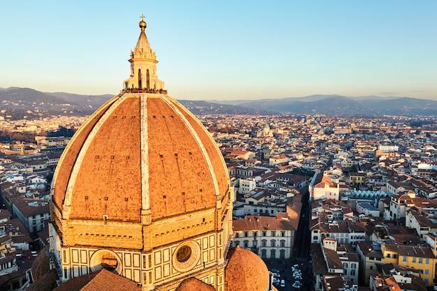 Дуомо санта-мария-дель-фьоре во флоренции, италия Premium Фотографии