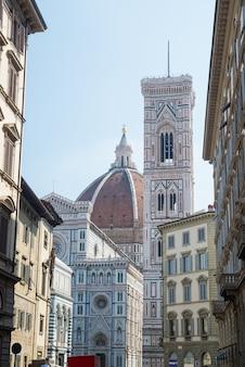 イタリアトスカーナ州フィレンツェのミケランジェロ広場のサンタマリアデルフィオーレ大聖堂
