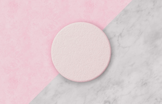 Естественная пустая розовая коробка цилиндра на предпосылке duotone с мраморной каменной текстурой для дисплея продукта. минимальная концепция весна лето. квартира лежала. вид сверху.