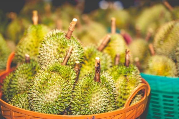 Дуриан фрукты на рынке для продажи в таиланде