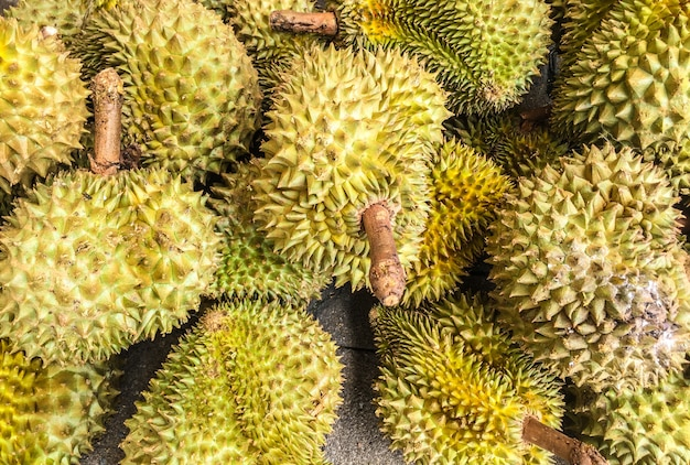 セメントの床のドリアン、タイの果物
