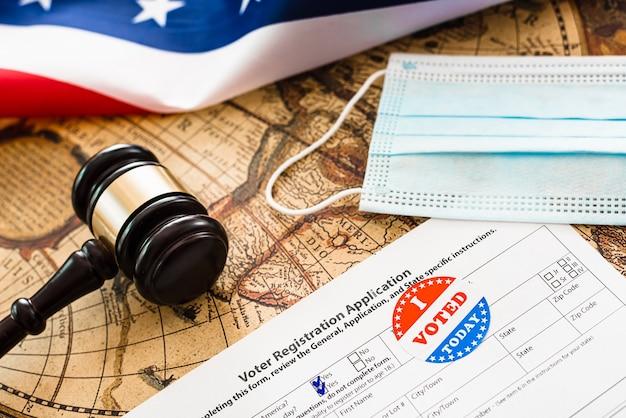 전염병이 유행하는 동안 해외에 거주하는 미국 유권자들은 유권자 등록을해야합니다.