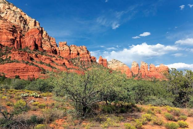 Приближаются сумерки в пустыне, седона.