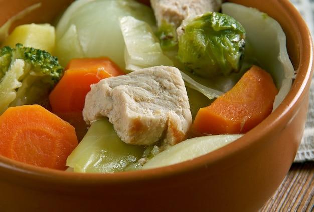 オランダのhutsepot-肉、ジャガイモ、ニンジン、玉ねぎを煮込みます。伝統的なオランダ料理