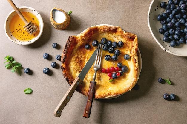 果実とオランダのパンケーキ