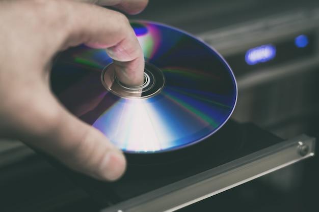ビデオプレーヤーに挿入するdvdディスク