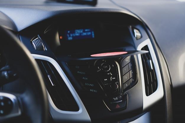 アンティークレコードは車のdvdポートにあります
