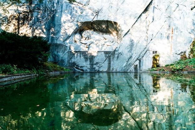 Dying lion monument, landmark in lucerne switzerland Premium Photo