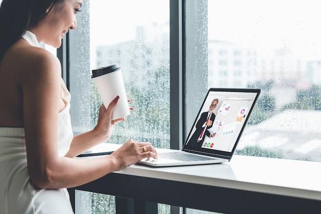 Электронное обучение и концепция встречи бизнес-презентации онлайн
