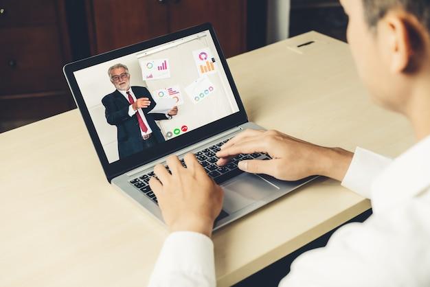Электронное обучение и концепция встречи бизнес-презентации онлайн.