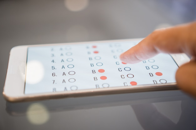 スマートフォンでのeラーニング試験または学生のためのオンライン学習