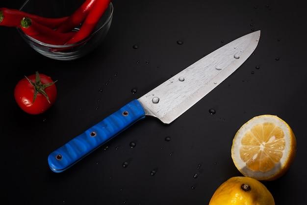 レモンとレモンの耳付きナイフ