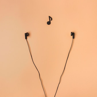 Аранжировка наушников с музыкальной нотой