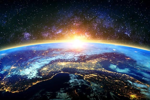 Земля и галактика. элементы этого изображения предоставлены наса.
