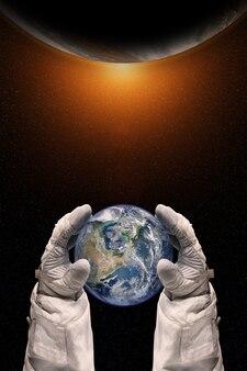 우주 비행사의 손에있는 지구