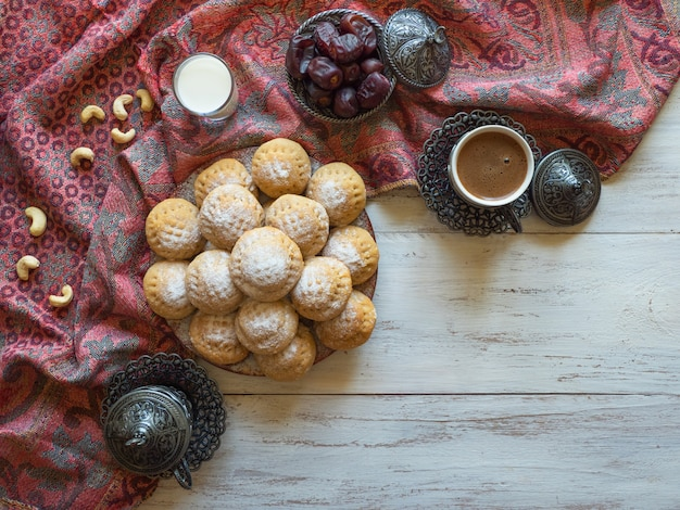ラマダンのお菓子。エルフィットイスラムのeast宴のクッキー。エジプトのクッキー「カフエルイード」