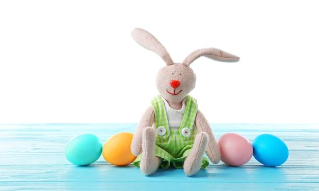 고립 된 계란과 부활절 토끼
